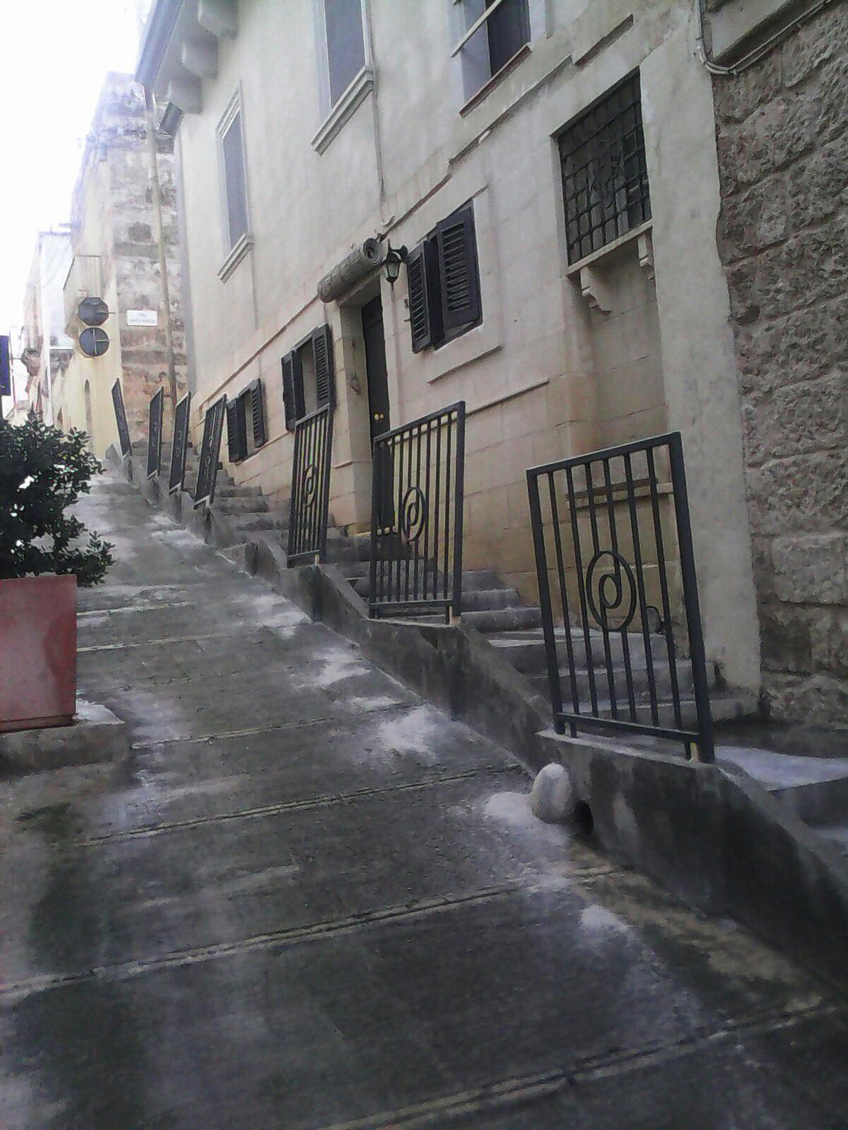 Jibda x-xogħol ta' tqegħid ta' poġġaman fit-Taraġ ta' Triq il-Mitħna l-Qadima