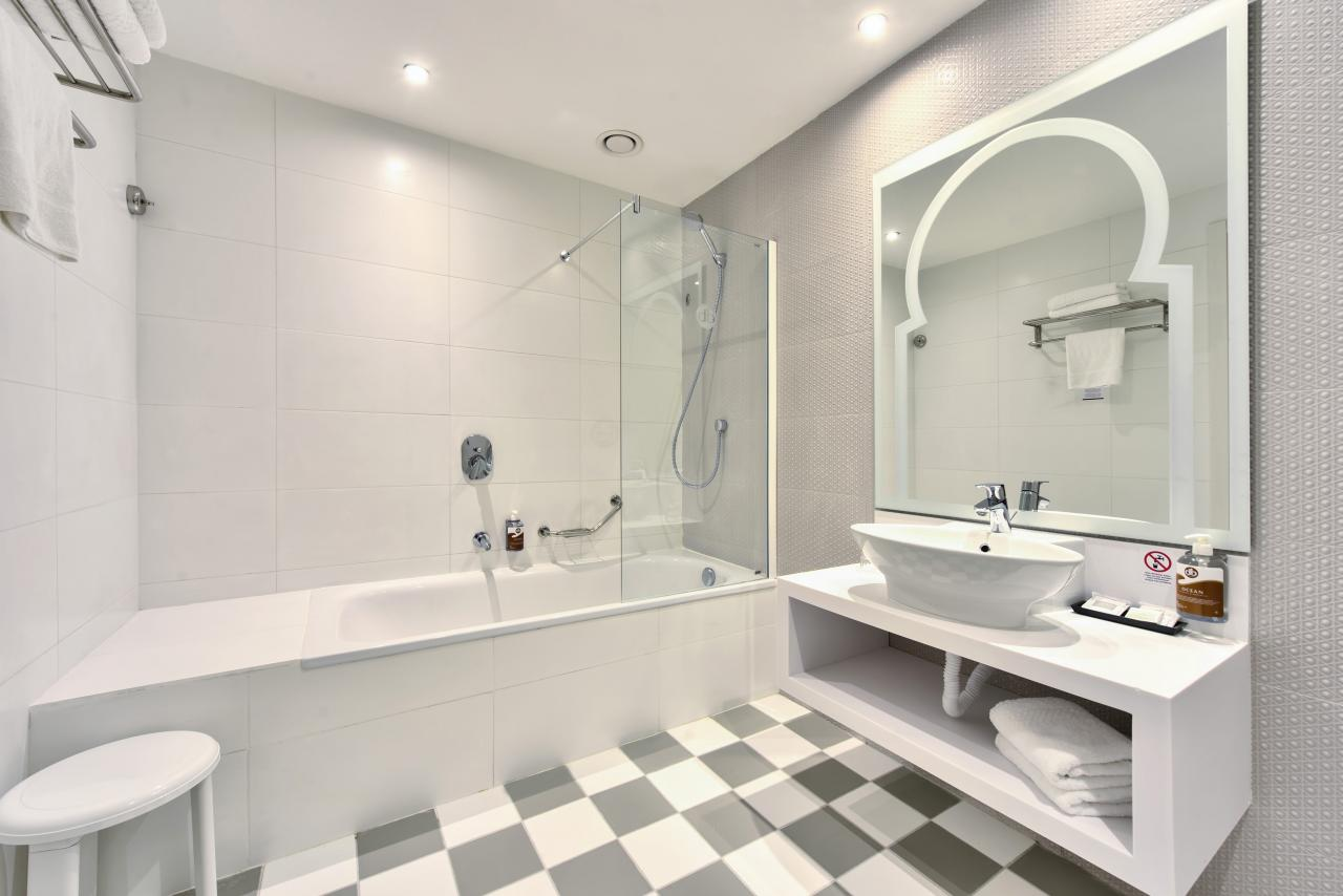 Suite - Ensuite Bathroom