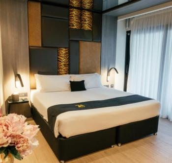 Hugo's Boutique Hotel - Elegant Balcony Rooms